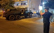 Quân đội phun thuốc khử trùng Bệnh viện Đà Nẵng và Bệnh viện C
