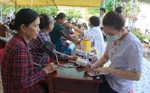 Khám chữa bệnh và phát quà cho hơn 1.000 người ở vùng biên giới