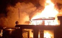 Cháy chợ người Việt trên đất Lào, 2 xe chữa cháy từ Quảng Trị sang giúp