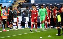 Chùm ảnh: Man City chào tân vương Liverpool, tặng luôn trận thua muối mặt