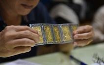 Vàng thế giới bốc hơi gần 17 USD/ounce, trong nước chỉ giảm 100.000 đồng/lượng