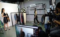 Dân kinh doanh Trung Quốc livestream bán tất tần tật mọi mặt hàng