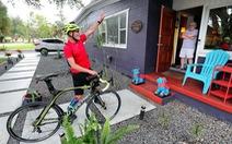 Đạp xe gần 5.000 cây số để cổ vũ tinh thần mùa dịch