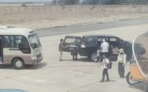 Phó bí thư thường trực Tỉnh ủy Phú Yên dùng xe biển xanh vào sát máy bay