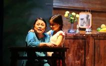 Nghệ sĩ Ái Như bị té chấn thương cột sống khi đang diễn