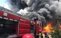 Cháy lớn kho chứa hàng tại khu công nghiệp ở Thanh Hóa