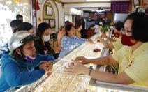 Giá vàng phá mốc 50 triệu đồng 1 lượng, cao hơn vàng thế giới