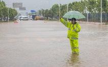 Từng đứng hình vì virus, Vũ Hán lại bị nhấn chìm dưới mưa như trút