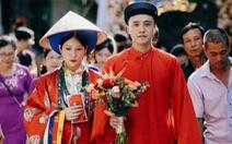 Cô dâu khoác áo Nhật Bình, chú rể diện áo tấc đẹp sững sờ đường rước dâu