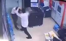 Thanh niên say rượu đánh nữ bảo vệ chung cư