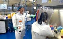 Phóng viên Mỹ tham quan phòng thí nghiệm bị cáo buộc rò rỉ virus corona ở Vũ Hán