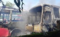 Bãi giữ xe ở Thanh Hóa cháy lớn, 6 xe chở công nhân bị thiêu rụi