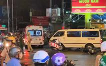 Video nóng: Một phụ nữ lái ôtô đâm hàng loạt xe máy, ít nhất 10 người bị thương