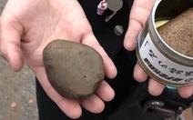 Công ty Nhật Bản bán... đá nhặt từ đường ray để tồn tại