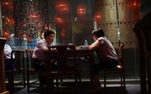 Bắt khách cân trước khi ăn, nhà hàng Trung Quốc nhận chỉ trích dữ dội