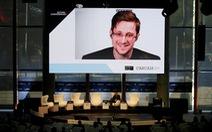 Ông Trump cân nhắc ân xá 'người thổi còi' Edward Snowden