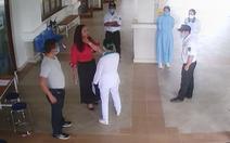 Nhận 9 tháng tù giam vì tát bảo vệ bệnh viện khi được yêu cầu đo thân nhiệt