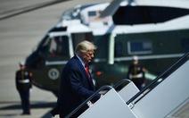 Chuyên cơ chở Tổng thống Trump suýt đâm vật thể lạ tại căn cứ không quân Mỹ