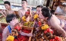 Ông Tập nói 'ăn uống tiết kiệm', dân hỏi 'quan chức đã bớt tiệc tùng chưa?'