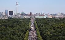 Biểu tình chống đeo khẩu trang ở Đức, cảnh sát dọa truy tố