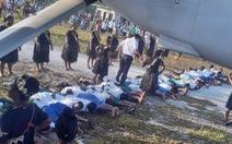 Trung Quốc lên án việc xuyên tạc ảnh đại sứ giẫm lên lưng người dân Kiribati