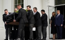 Làm tưởng niệm em trai tại Nhà Trắng, ông Trump phải bỏ tiền túi