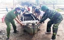 Dùng xuồng vượt sông từ Campuchia về, bị bắt đưa đi cách ly