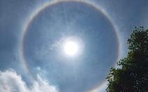Hào quang mặt trời xuất hiện giữa trưa, người dân thích thú 'khoe' trên mạng