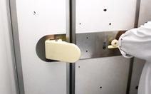 Nhật Bản thử nghiệm cửa vệ sinh không dùng tay trên máy bay