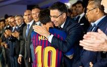 Hãy thôi 'đâm sau lưng' Messi đi, Barca!