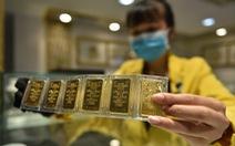 Giá vàng thế giới chập chờn, trong nước giảm 100.000 đồng/lượng