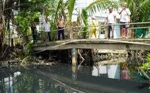 Cả ngàn hộ dân khốn khổ vì đập tạm ngăn mặn gây ô nhiễm