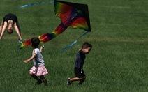 Chỉ 2 tuần, thêm 70.000 trẻ em Mỹ mắc COVID-19