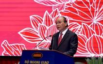 Thủ tướng Nguyễn Xuân Phúc: Ngành ngoại giao tự hào nhưng không được tự mãn