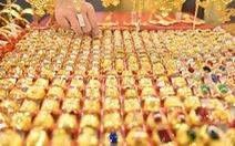 Giá vàng lao dốc xuống sát ngưỡng 1.900 USD/ounce