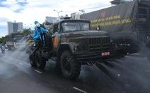 Bộ đội hóa học phun thuốc sát khuẩn toàn bộ quận Sơn Trà