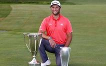 Cú đánh vòng cung cực khó ở khoảng cách 20m giúp tay golf mang về gần 2 triệu USD