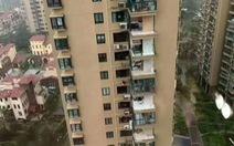 Vụ chung cư Trung Quốc bị bão xé toạc: Do lấn ban công để nhà rộng hơn?