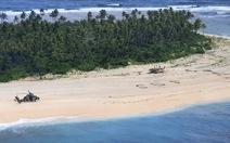 3 người đàn ông lạc vào đảo hoang được cứu sống nhờ 'đánh' tín hiệu SOS trên cát