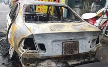 Xe BMW cháy trơ khung trên quốc lộ
