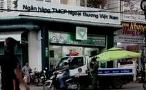 Một người báo mất 450 triệu đồng trong cốp xe máy để trước sân ngân hàng