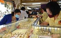 Giá vàng trong nước tăng không ngừng, lên 62,2 triệu đồng/lượng