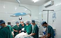 Cứu sống bệnh nhân nguy kịch do tự dùng dao đâm vào đầu cổ