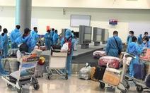 239 công dân Việt Nam từ Ukraine 'hạ cánh' Tân Sơn Nhất
