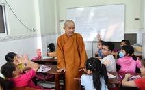 Chùa ở TP.HCM 10 năm dạy miễn phí 6 ngoại ngữ