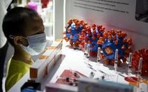 Vắc xin COVID-19 của Anh bị sự cố, Trung Quốc khoe hàng mình xịn hơn