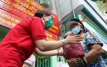 Mang chai nhựa đến đổi gạo miễn phí ở TP.HCM
