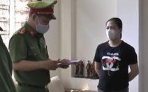 Bắt 2 phụ nữ làm giả sổ đỏ để mang đi cầm cố tiền tỉ