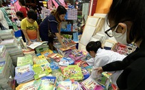 Phụ huynh ở TP.HCM phải đặt mua sách ngoài Hà Nội cho con