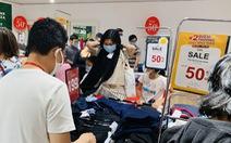 TP.HCM: Người dân đổ xô mua sắm, 'mừng Quốc khánh sale thả phanh'